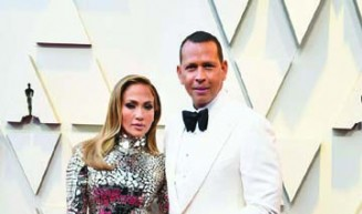 Jennifer Lopez and Alex Rodriguez Are the Best Dressed Couple at the Oscars